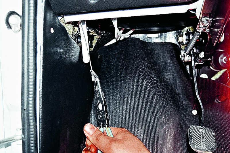 порвался тросик капота ваз 2107 как открыть