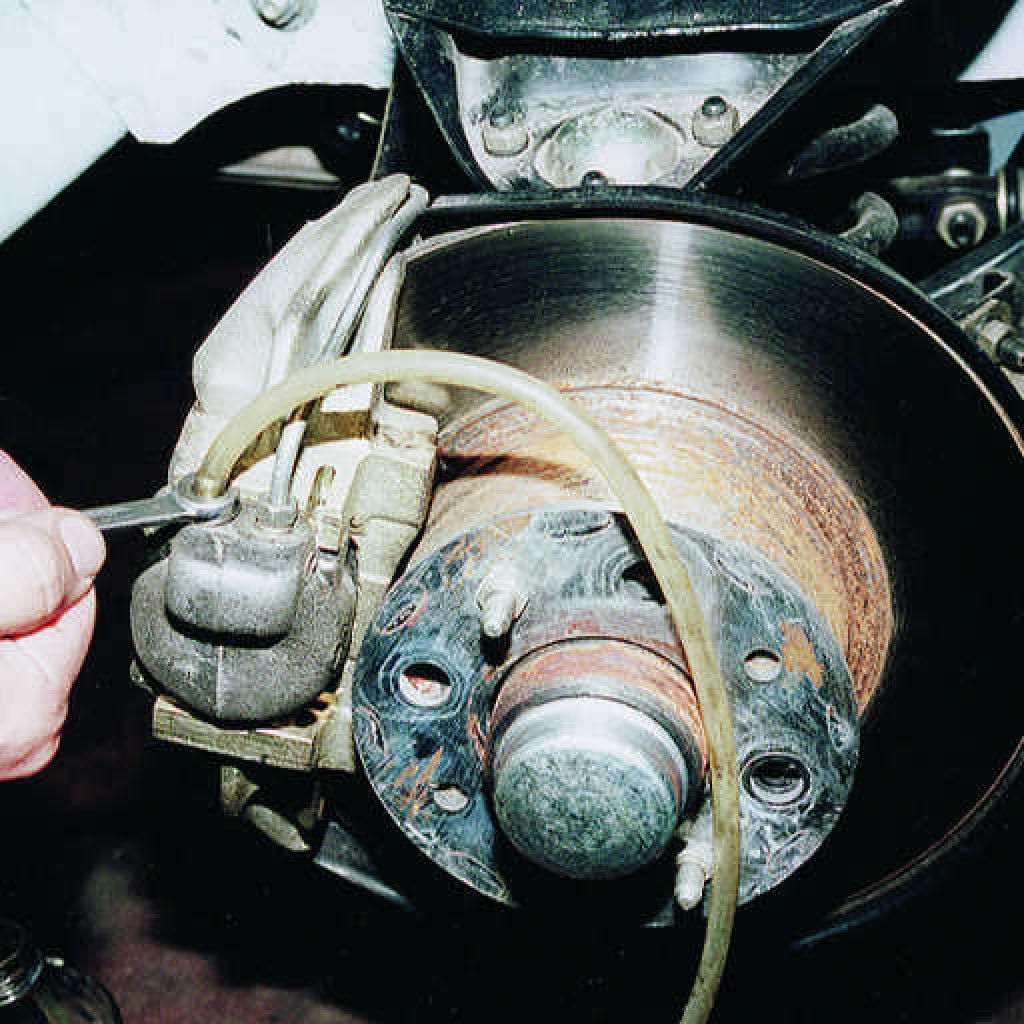 Как правильно прокачать тормоза на ваз 2107