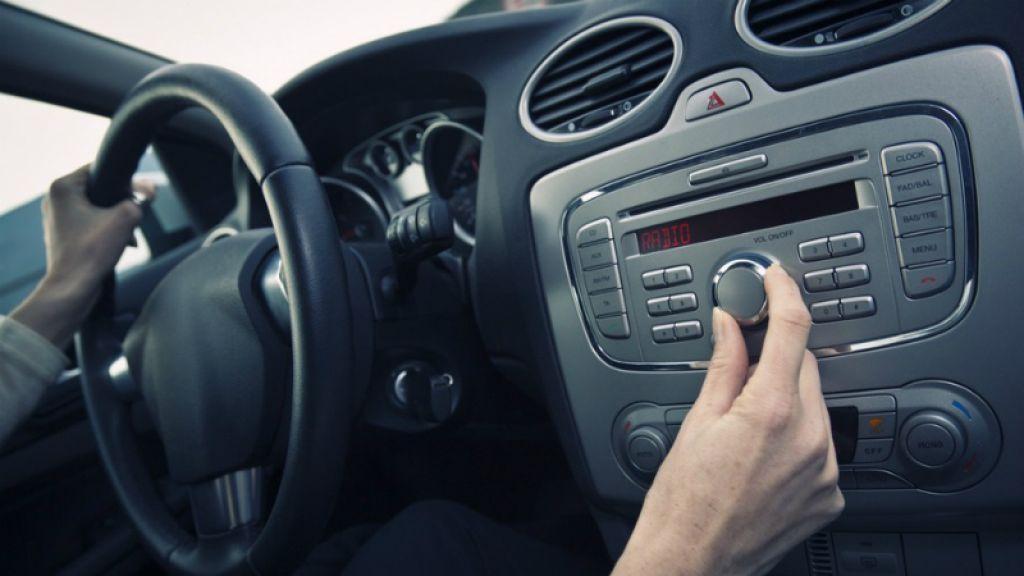 громкая музыка в машине чтобы не уснуть